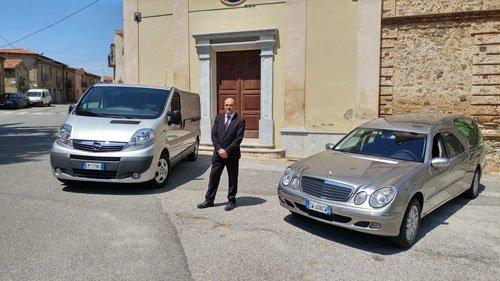 Il padrone entrambi auto