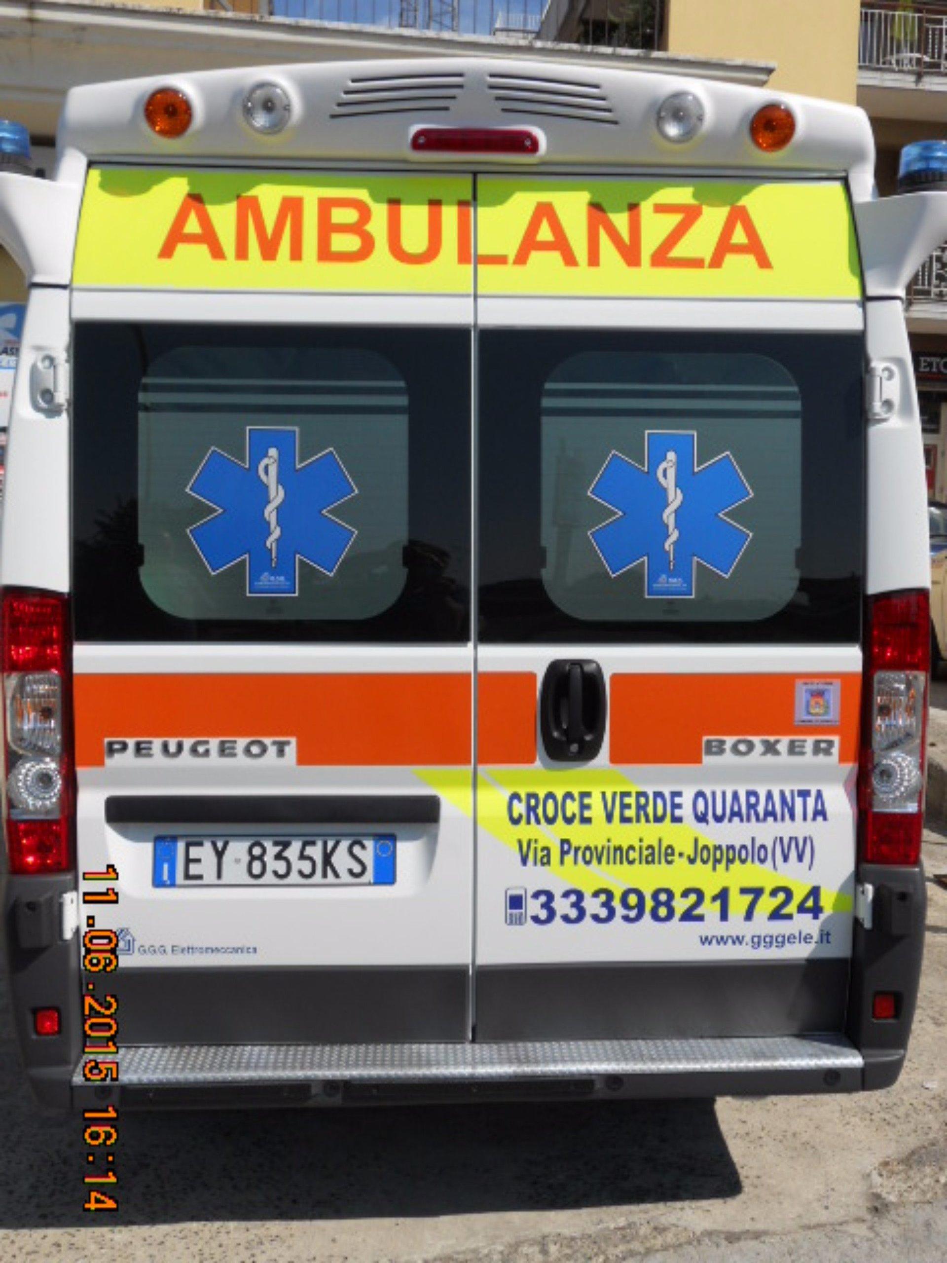 Vista posteriore dell'ambulanza