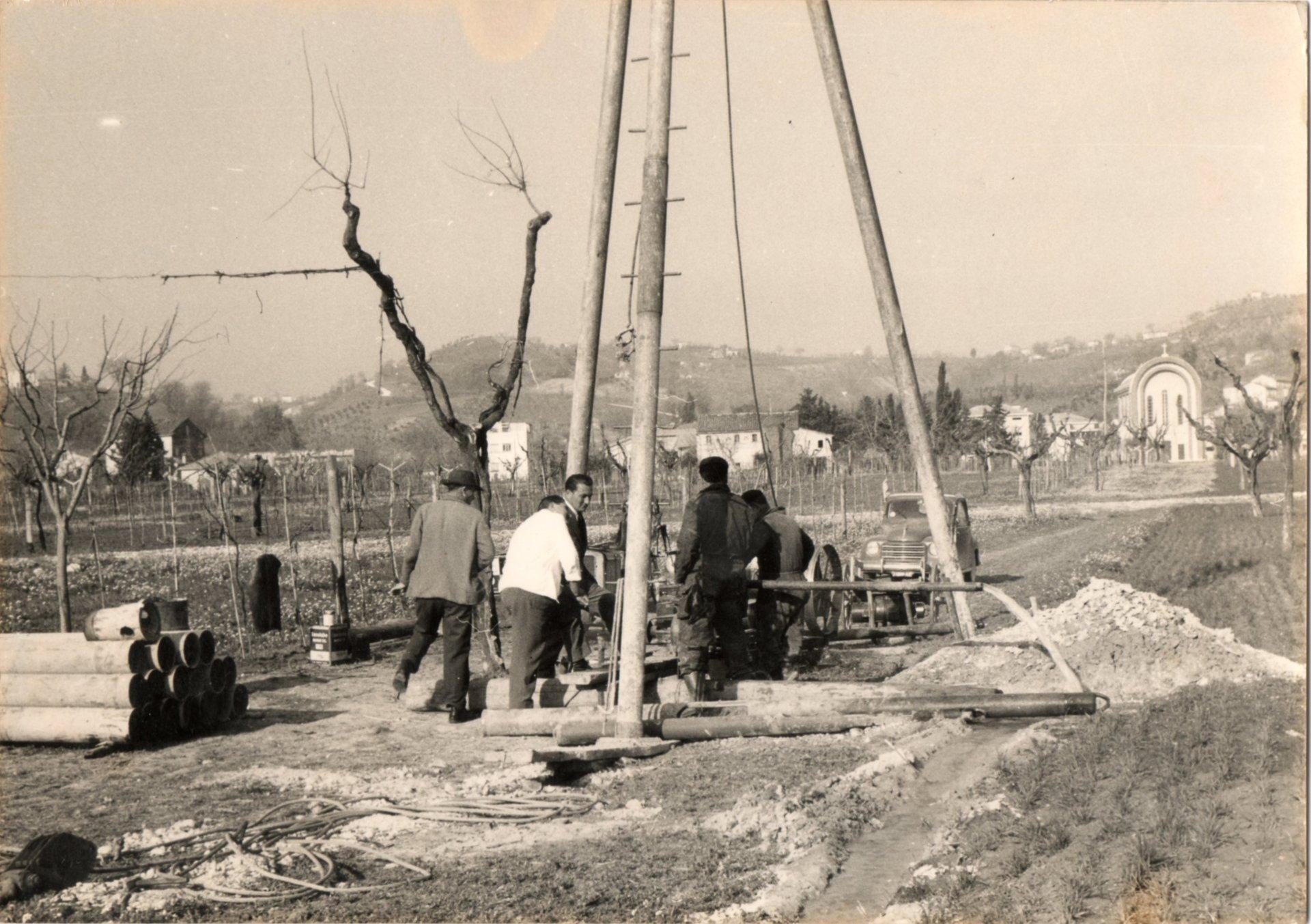 foto storica realizzazione pozzi