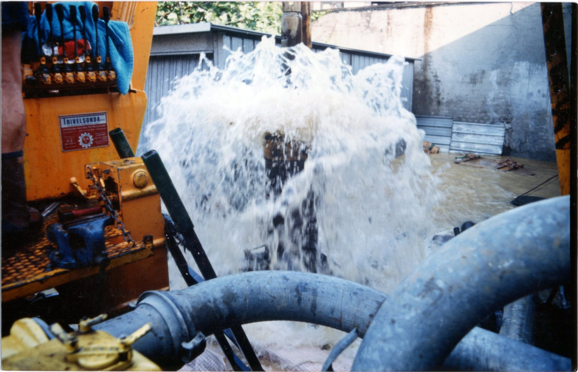 getto di acqua pulita ad alta pressione