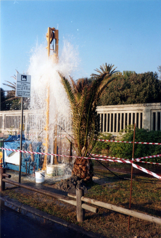 getto di acqua ad alta pressione dopo trivellazione