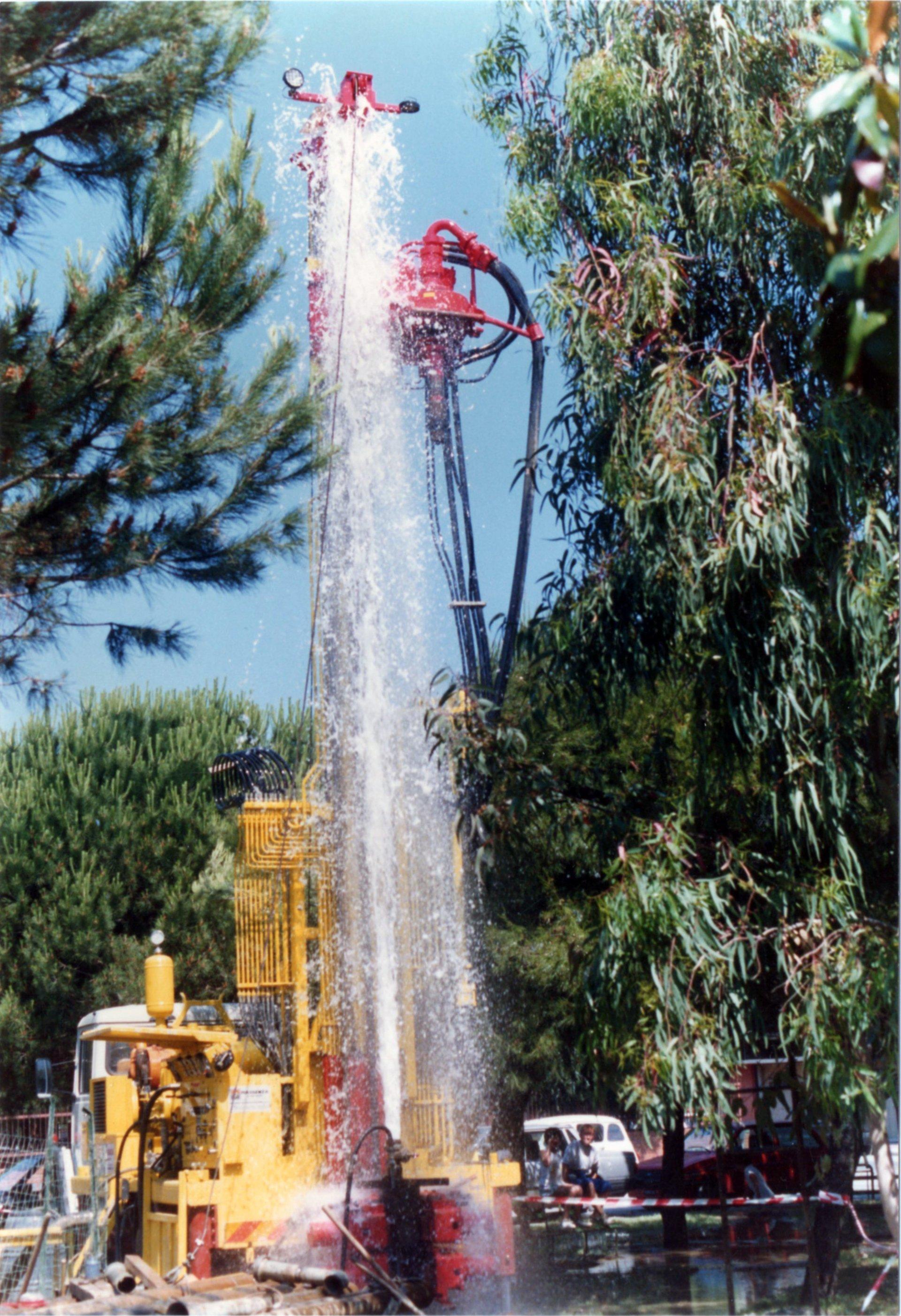 getto di acqua ad alta pressione da pozzo