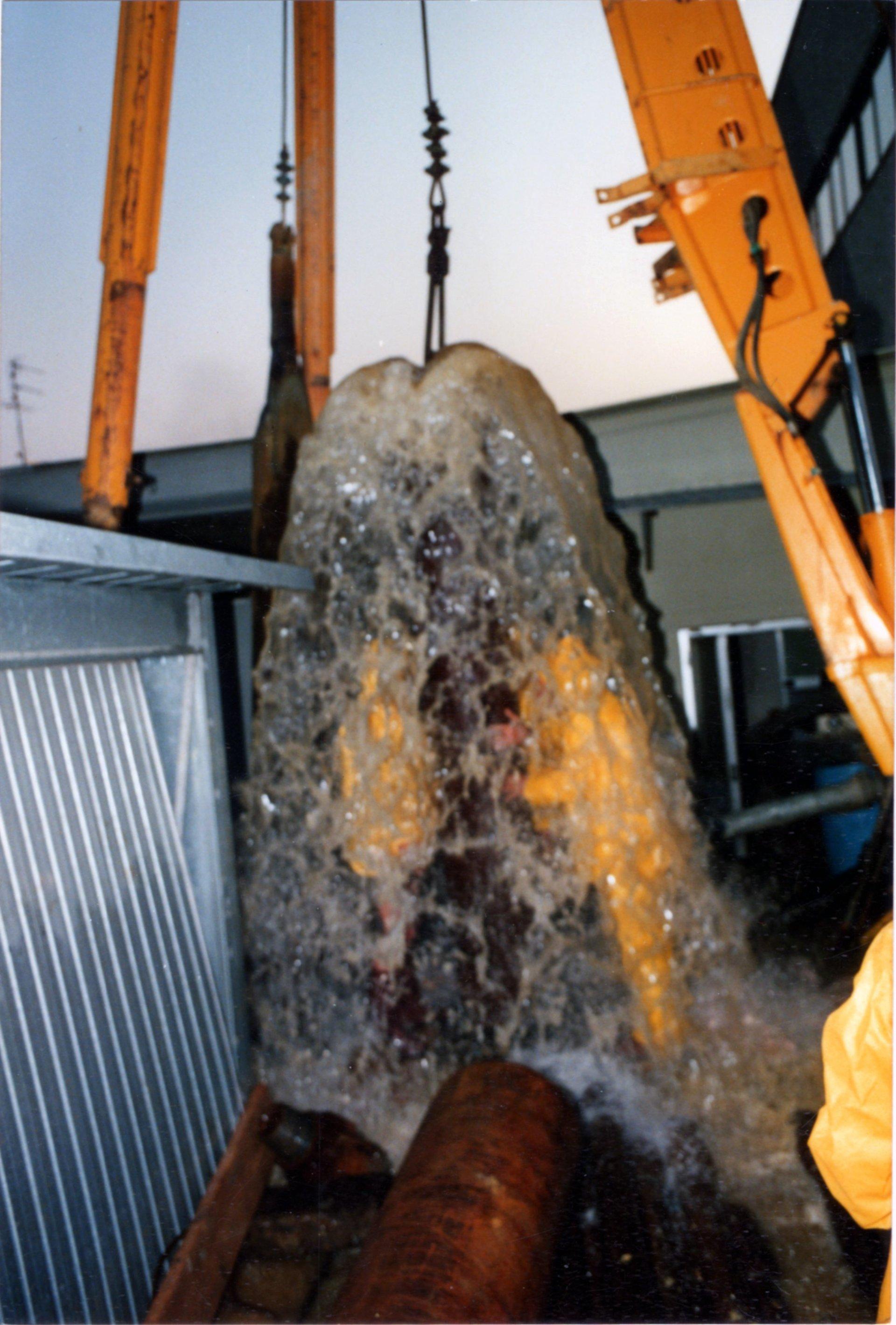 getto di acqua da tubatura pozzo