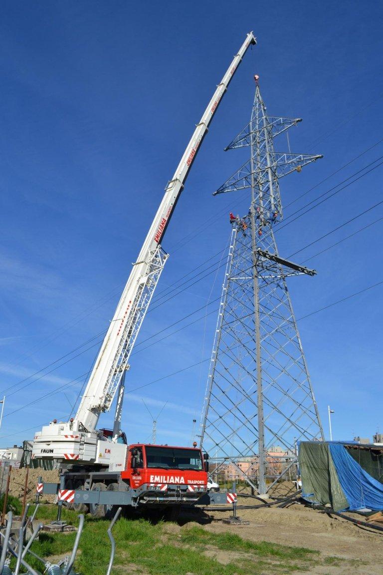 montaggio-traliccio-alta-tensione-altezza-52-mt-220