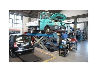 riparazione di un camioncino