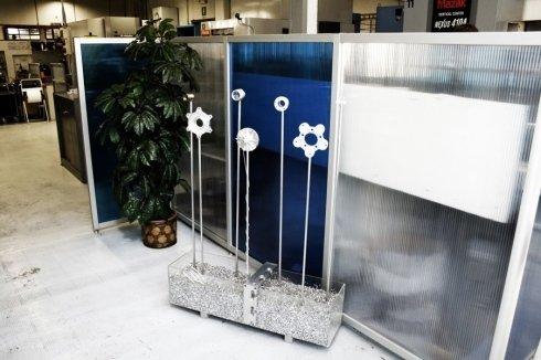 Decorazione ambienti a forma di fiori realizzata in metallo