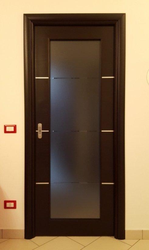 porte moderne con inserto in vetro satinato