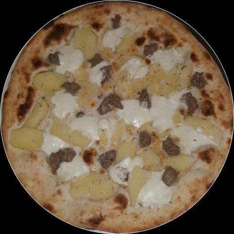 Pizza con patate al rosmarino e salsiccia