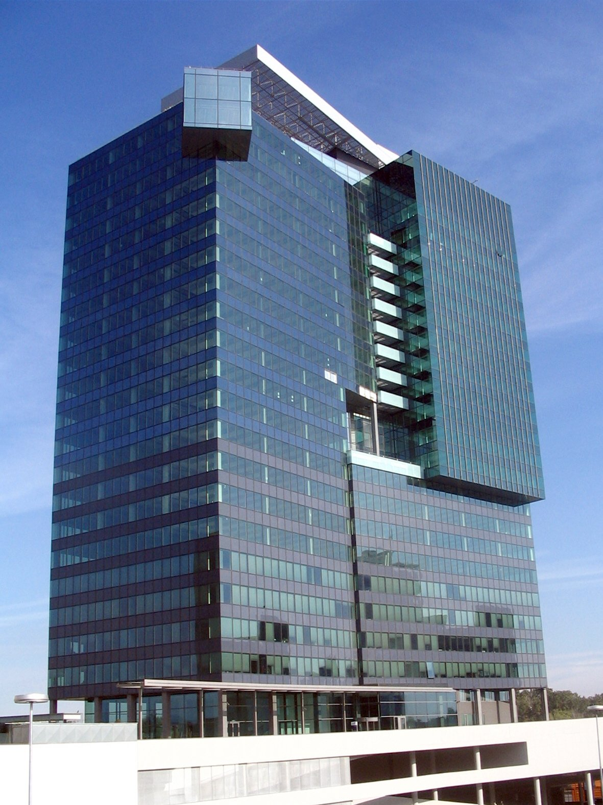 Saturn Tower 2004