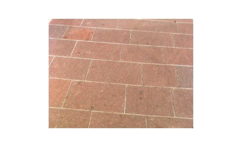 pavimentazione a lastre squadrate