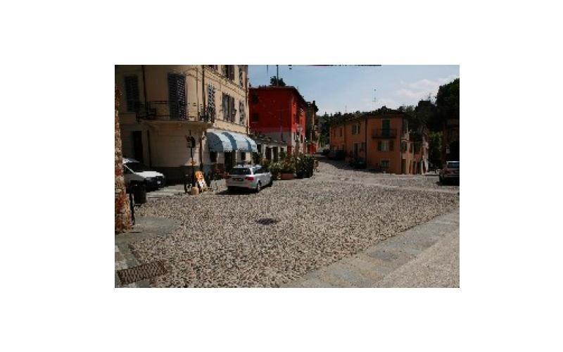 pavimentazione piazza a ciottoli