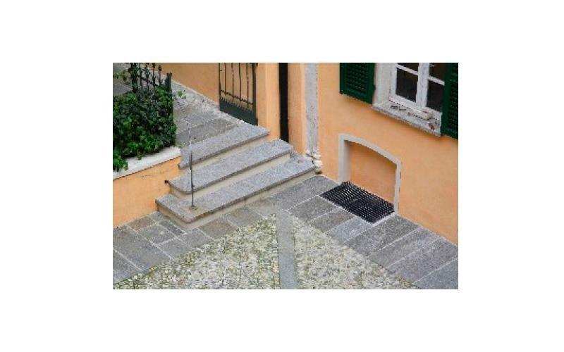scale di accesso cortile