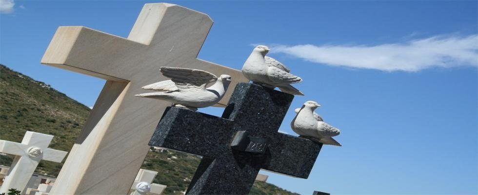 lapidi a forma di croce