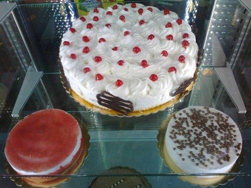 banco frigo con torte