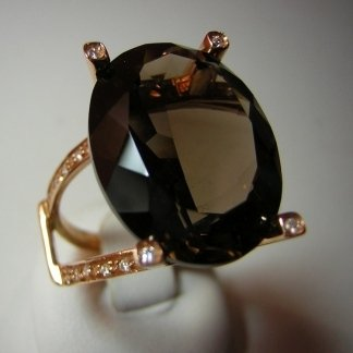 Anello in oro rosa con quarzo fumè  e diamanti