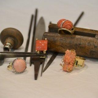 Manufatti a mano in oro 18 Kt con corollo giapponese e diamanti