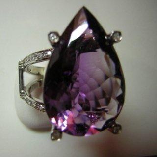 Anello in oro bianco ametista  e diamanti