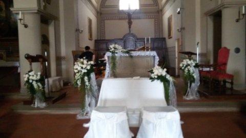 Allestimento Altare per matrimoni
