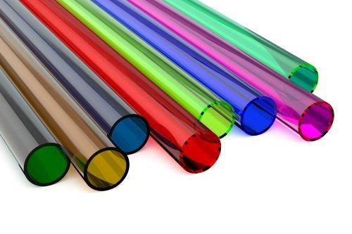 tubi colorati di plastica