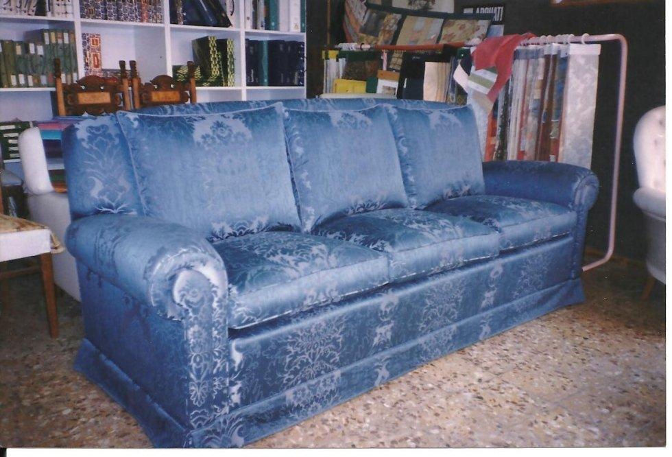realizazione divano tradizionale su misura