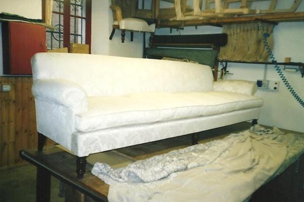 Divano tradizionale con sedile e schienale a molle