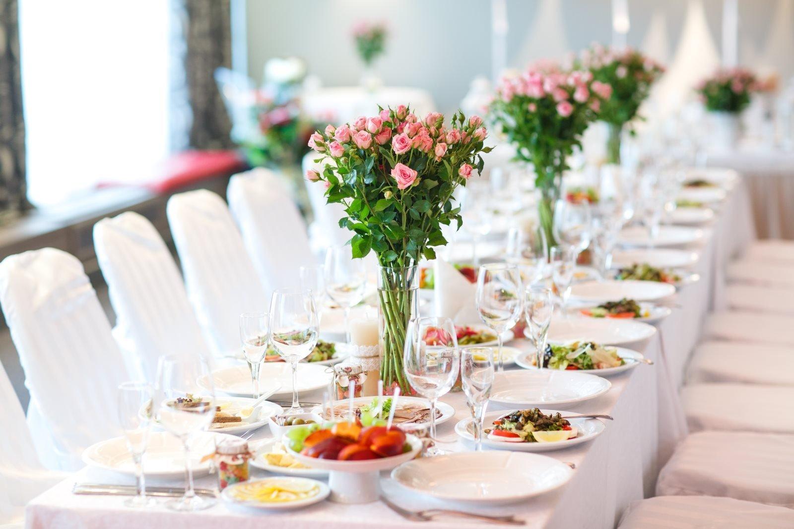 tavolo per la cena al matrimonio