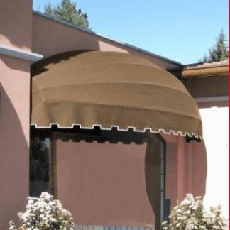 Cappottina la classica tenda da sole che offre una copertura su tutti i lati e una grande robustenza agli agenti atmosferici. Ideale per abitazioni e locali pubblici
