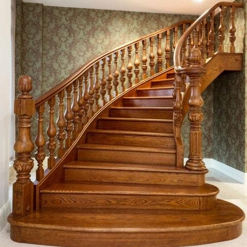 scalinata di legno antica classica