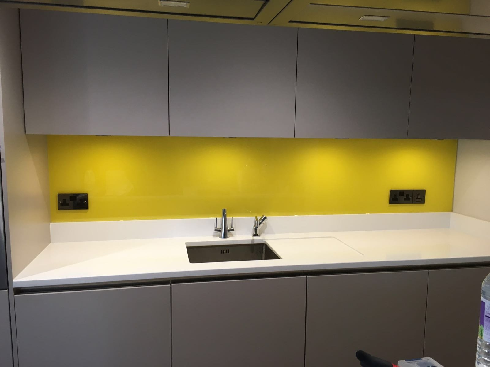 Glass Splashbacks To Enhance Your Kitchen Or Office In Worthing