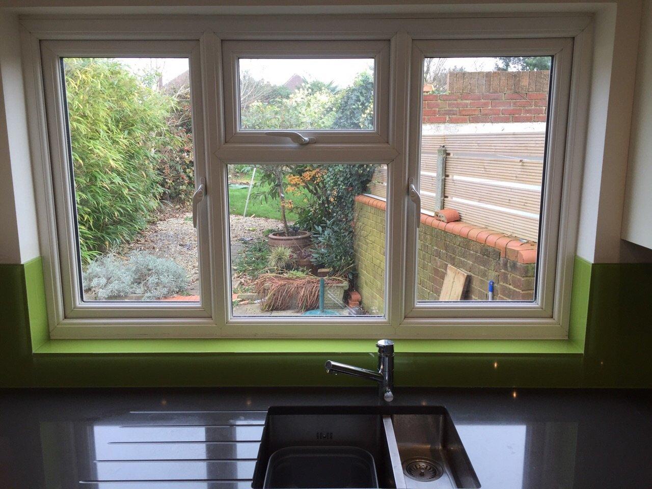 Splashback green window cill
