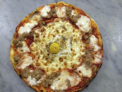 pizza bianca con tonno