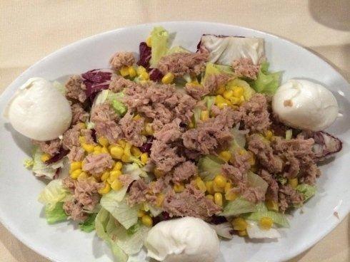 insalata di tonno mais e mozzarella