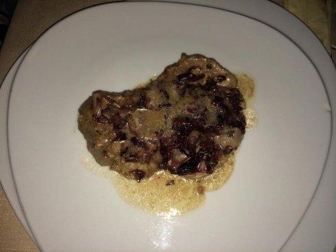 pezzo di carne ai funghi
