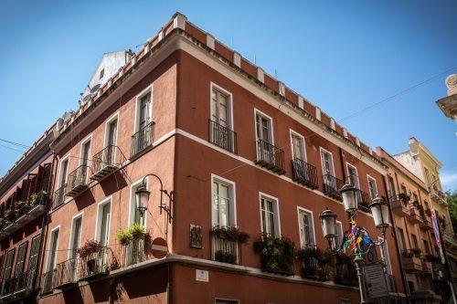 vista angolare esterna edificio storico