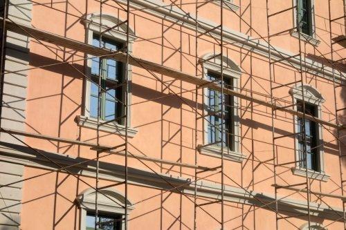 impalcatura facciata esterna edificio storico