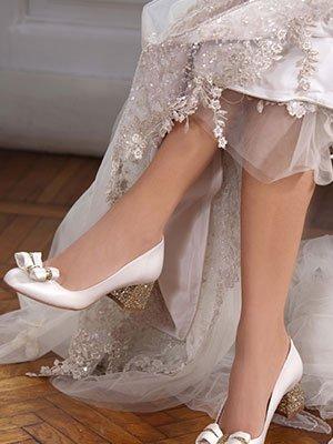 caviglie di una sposa