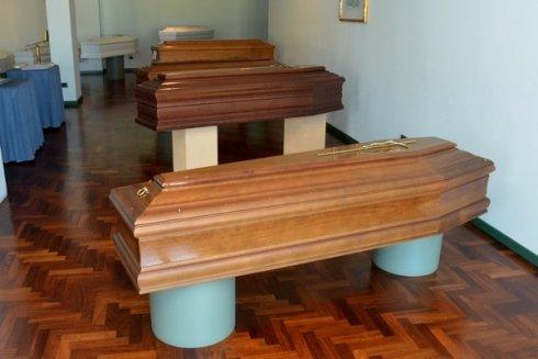 vendita cofani, cofani in legno, articoli funebri