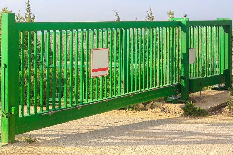 cancello in ferro industriale scorrevole