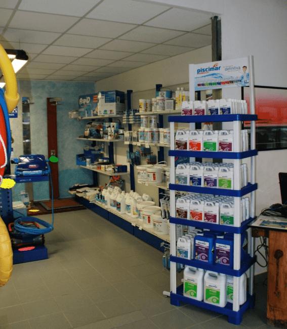 scaffali prodotti chimici