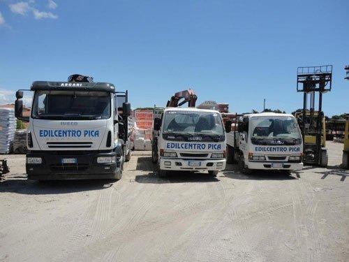 Tre camion diverse proprietà dell'impresa