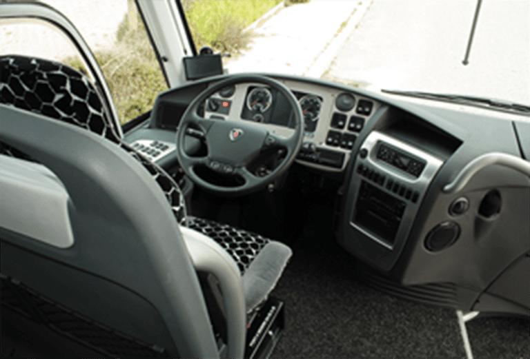Sedile del conduttore, il pannello di controllo e la migliore tecnologia