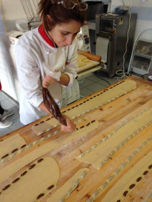 Preparazione dei calzoncelli melfitani