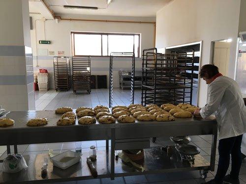 Preparazione  delle colombe pasquali di nostra produzione