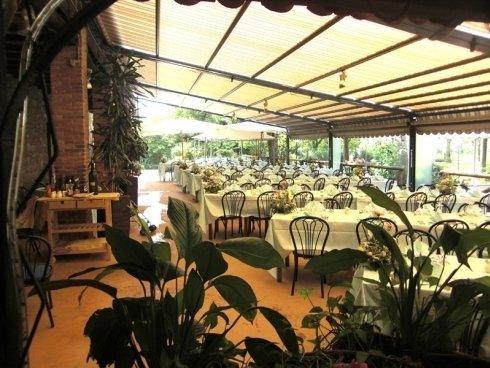 veranda con tavoli