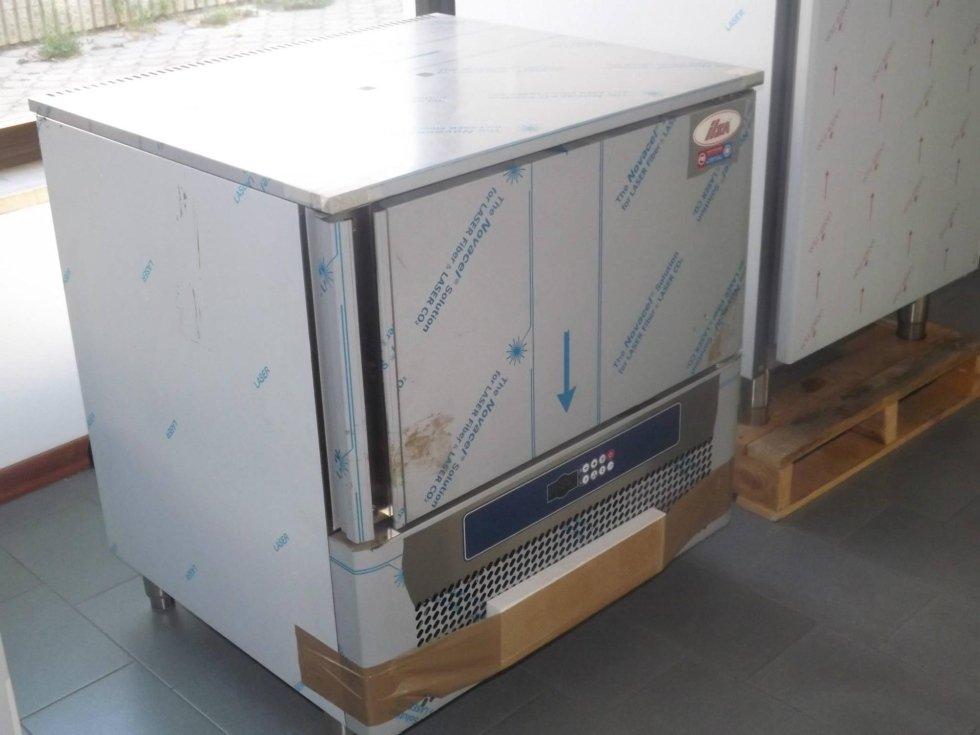 Abbattitore rapido ILSA 4 teglie con sonda al cuore riscaldata.jpeg
