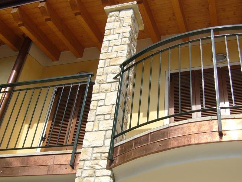 Rivestimento in pietra balconcino