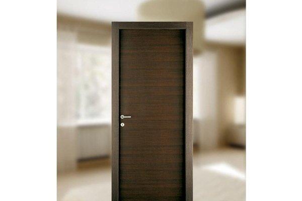 Porta in stile moderno in colorazione scura
