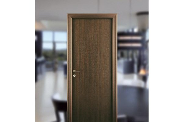 Porta in stile classico in legno scuro