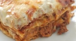 lasagne, lasagne fatte in casa, gastronomia italiana