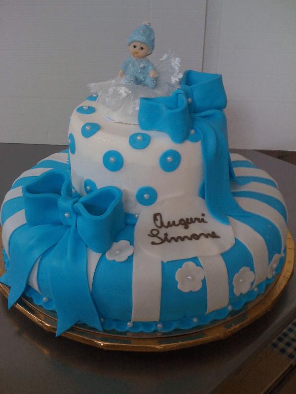 Torta con pasta di zucchero color azzurro